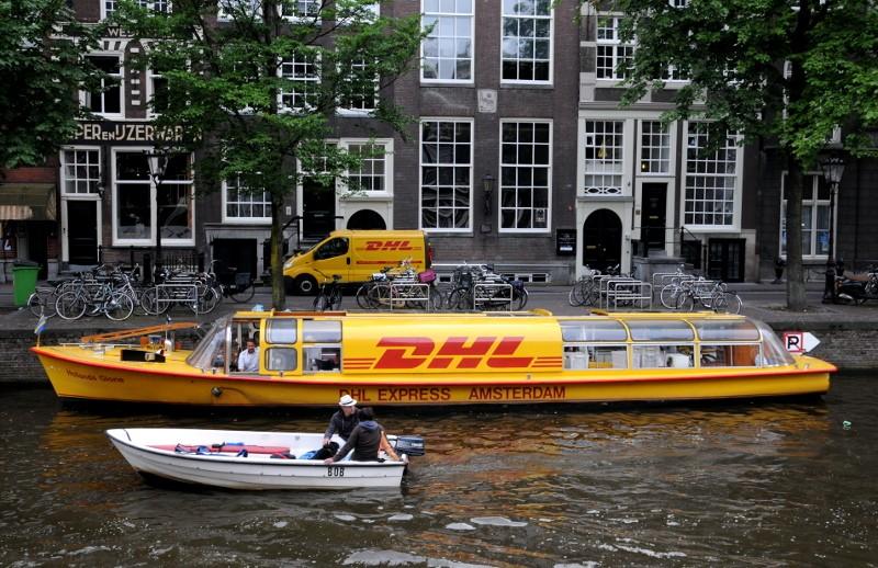 DHL postschip Amsterdam