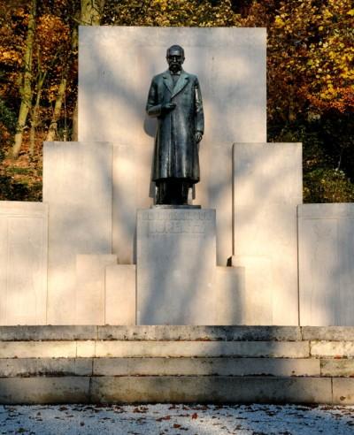Lorentz statue Arnhem Netherlands